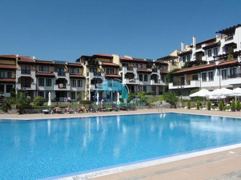 Трехспальный меблированный апартамент с видом на море на первой линии в г. Черноморец 4