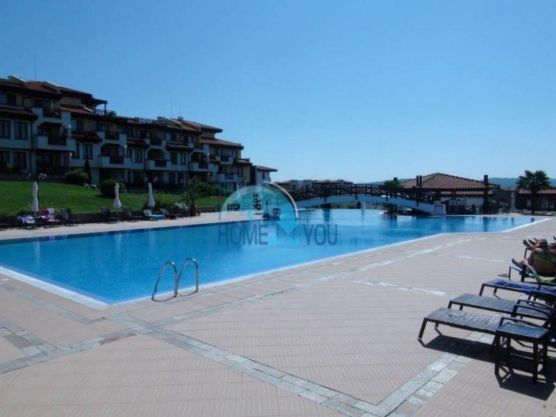 Трехспальный меблированный апартамент с видом на море на первой линии в г. Черноморец 7