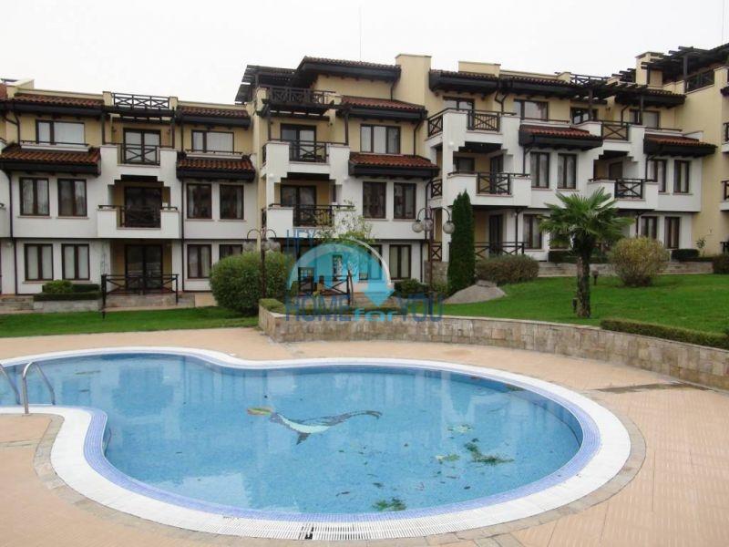 Трехспальный меблированный апартамент с видом на море на первой линии в г. Черноморец 8