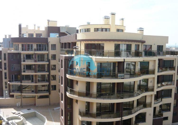 Уютная трехкомнатрная квартира по доступной цене в городе Поморие