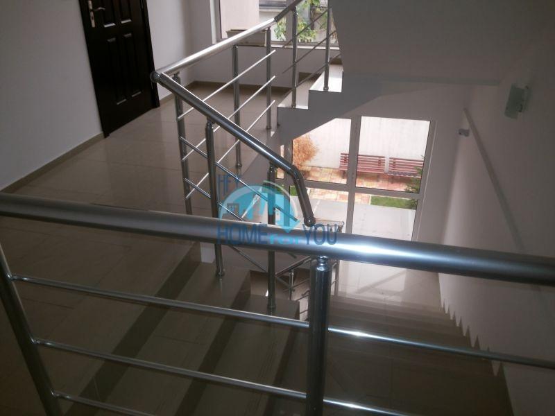 Просторная трехкомнатная квартира с мебелью в Равде 15