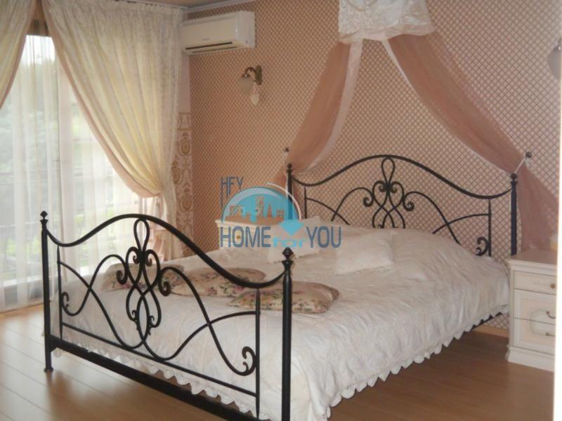 Большой дом с тремя спальнями на берегу моря в Варне, Бриз 13