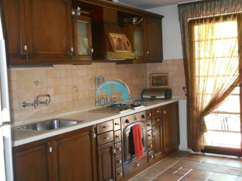 Большой дом с тремя спальнями на берегу моря в Варне, Бриз 8