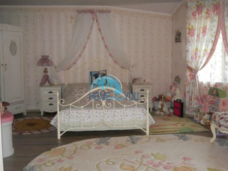 Большой дом с тремя спальнями на берегу моря в Варне, Бриз 10
