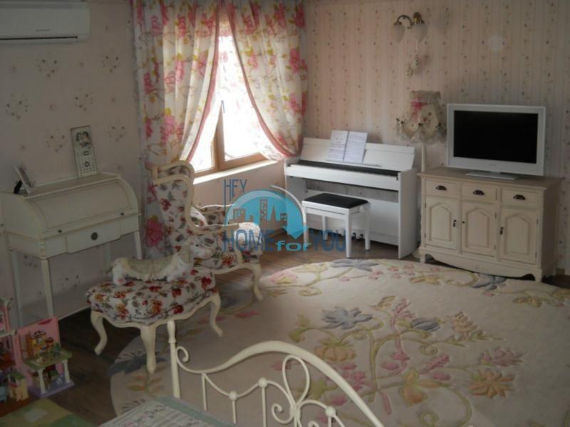 Большой дом с тремя спальнями на берегу моря в Варне, Бриз 11