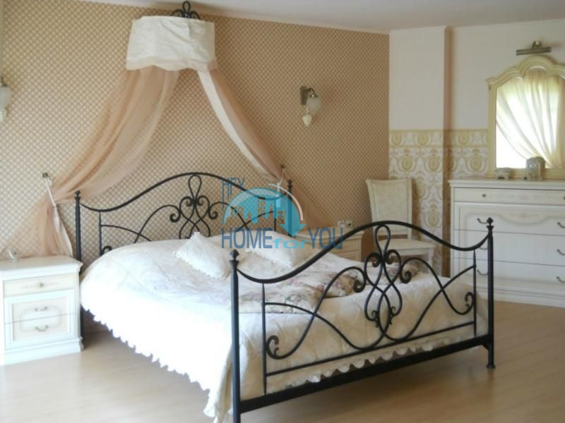 Большой дом с тремя спальнями на берегу моря в Варне, Бриз 12
