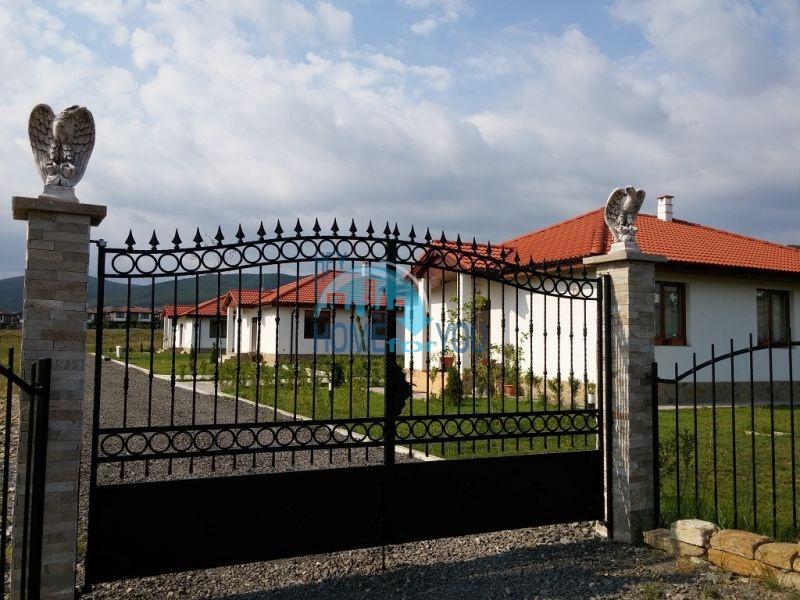 Капитальные дома в местности Кошарица 10