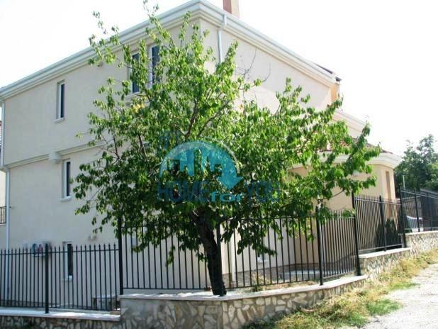 Трехэтажный дом в районе  Ален Мак, г. Варна 3