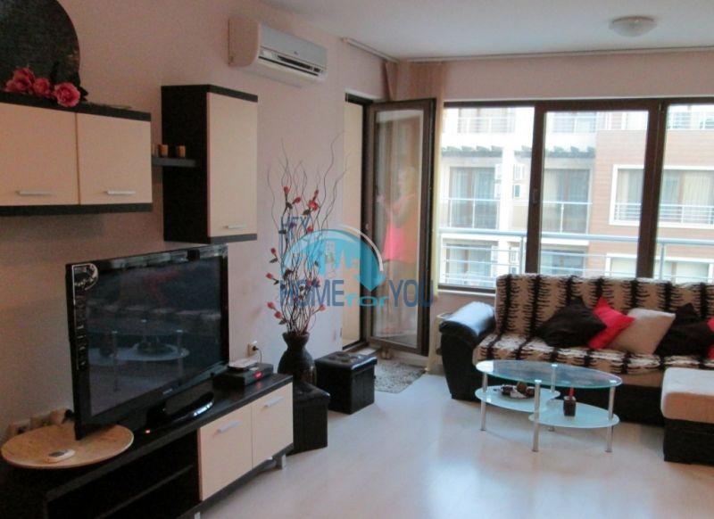 Первая линия -двухкомнатная квартира с мебелью в Созополе