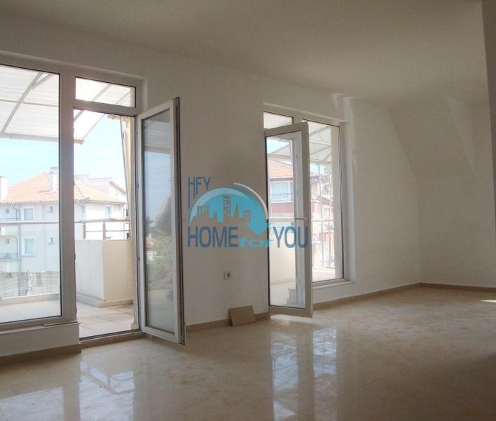 Большая двухкомнатная квартира с видом на море в Черноморце
