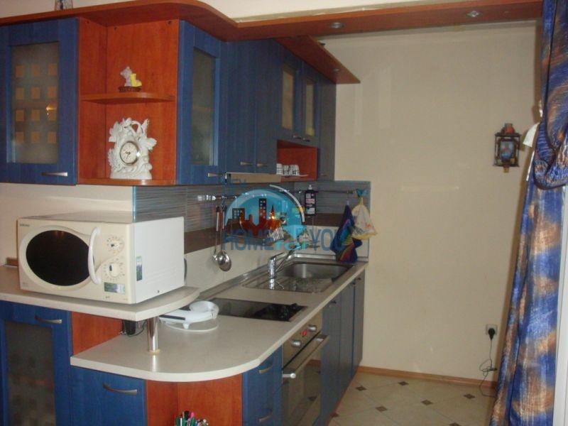 Трехкомнатная квартира с мебелью в центре Благоевграда - на ПМЖ