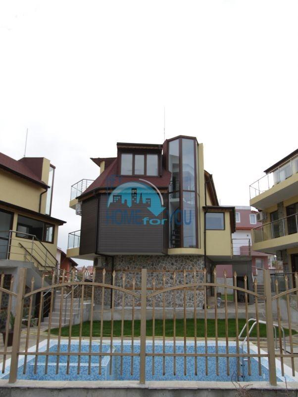 Первая линия в центральной части г. Созополь - готовые просторные квартиры