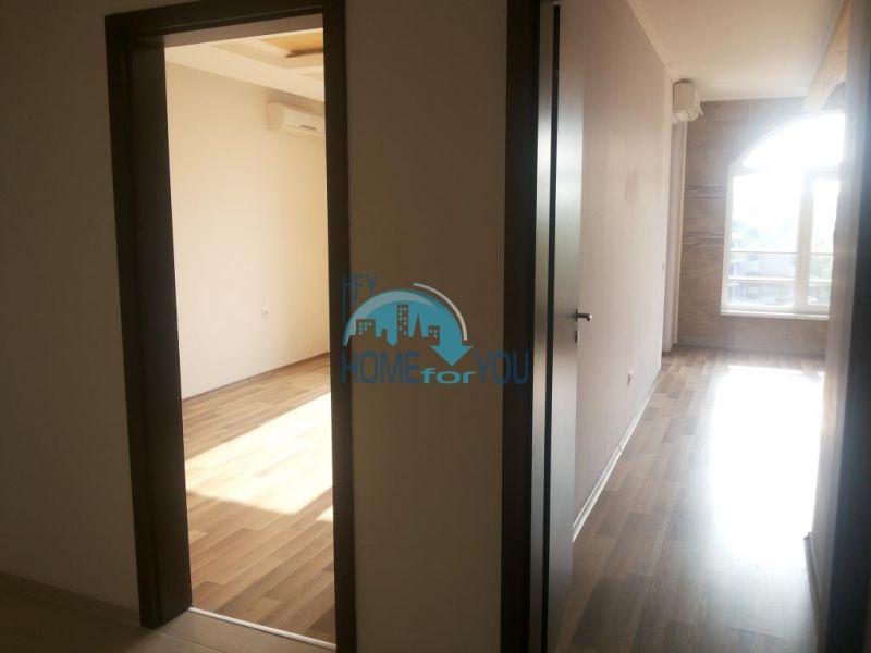 Просторная трехкомнатная квартира с большой террасой в центре курорта Солнечный берег 8