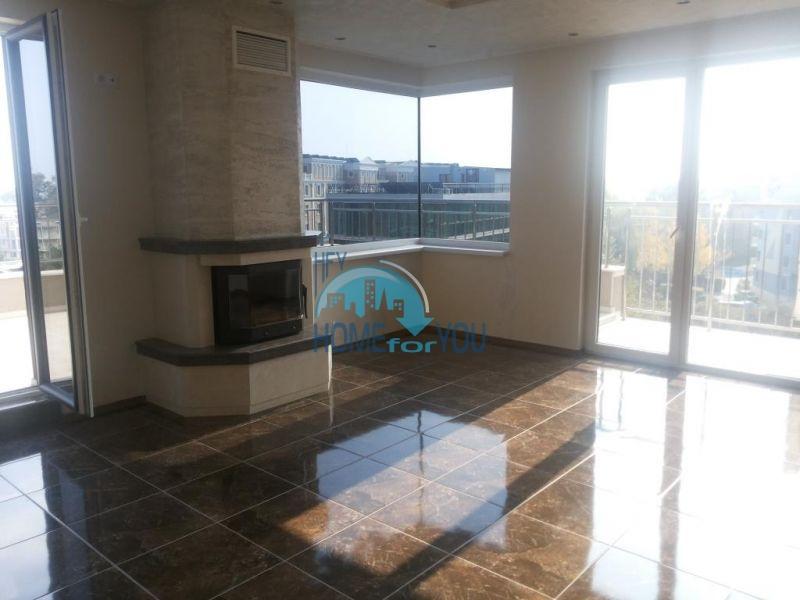 Просторная трехкомнатная квартира с большой террасой в центре курорта Солнечный берег 2
