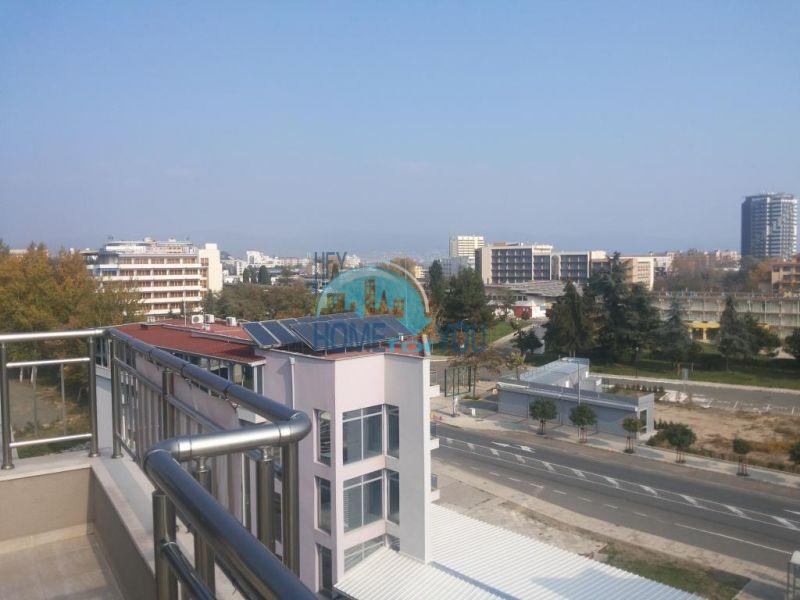 Просторная трехкомнатная квартира с большой террасой в центре курорта Солнечный берег 20