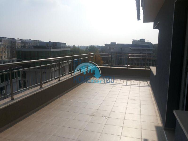 Просторная трехкомнатная квартира с большой террасой в центре курорта Солнечный берег 17