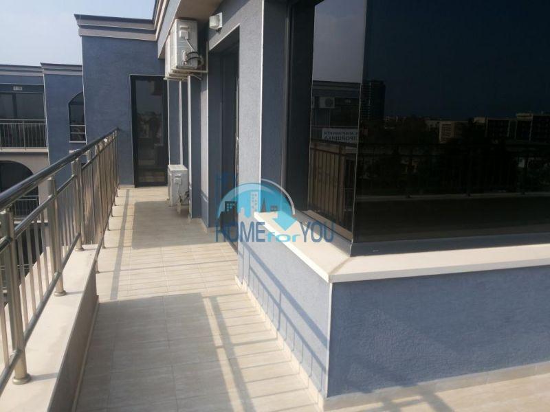 Просторная трехкомнатная квартира с большой террасой в центре курорта Солнечный берег 19
