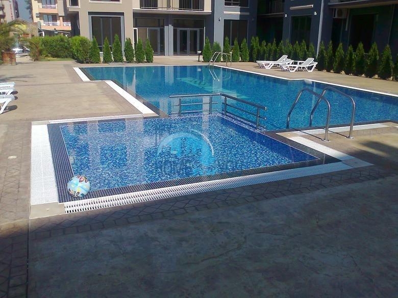 Просторная трехкомнатная квартира с большой террасой в центре курорта Солнечный берег 21