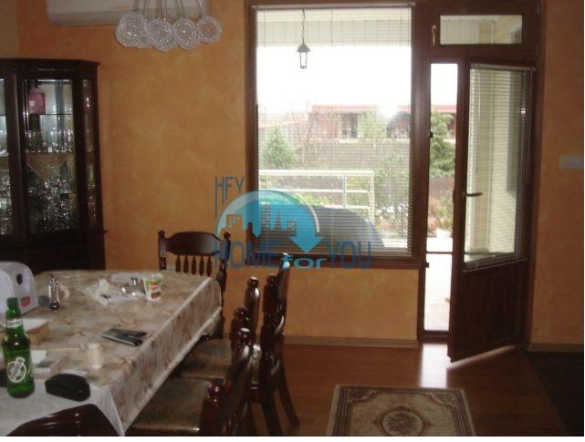 Большой качественный дом в селе Каменар 10