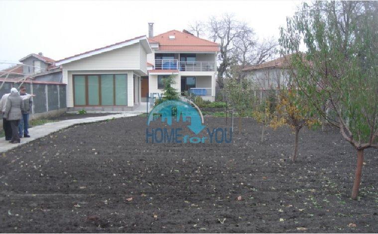 Большой качественный дом в селе Каменар 4