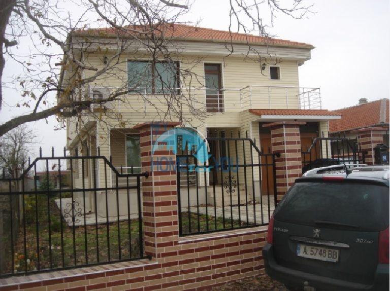 Большой качественный дом в селе Каменар