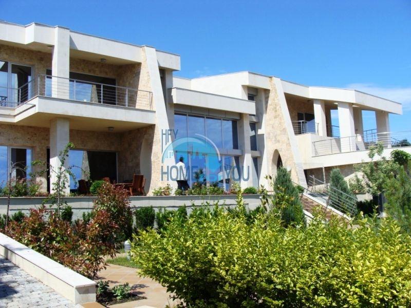 Элитный дом для продажи на берегу моря в курорте Созополь