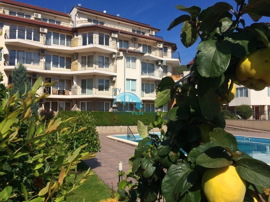 Святой Влас, двухкомнатная квартира 50 кв.м с видом на бассейн в комплексе