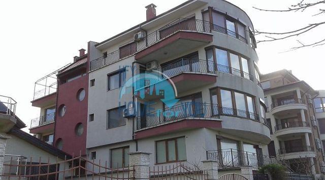 Недорогая квартира на первой линии моря в Царево в Болгарии