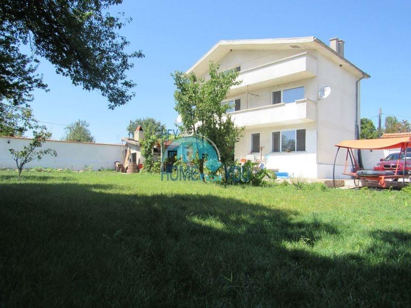 Добротный трехэтажный дом для постоянного проживания в селе Пирне 2