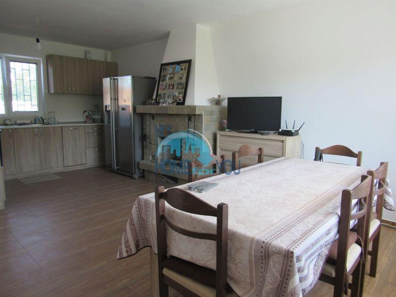 Добротный трехэтажный дом для постоянного проживания в селе Пирне 8
