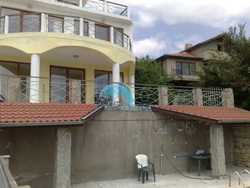 Трехэтажный дом с видом на море для продажи в Варне