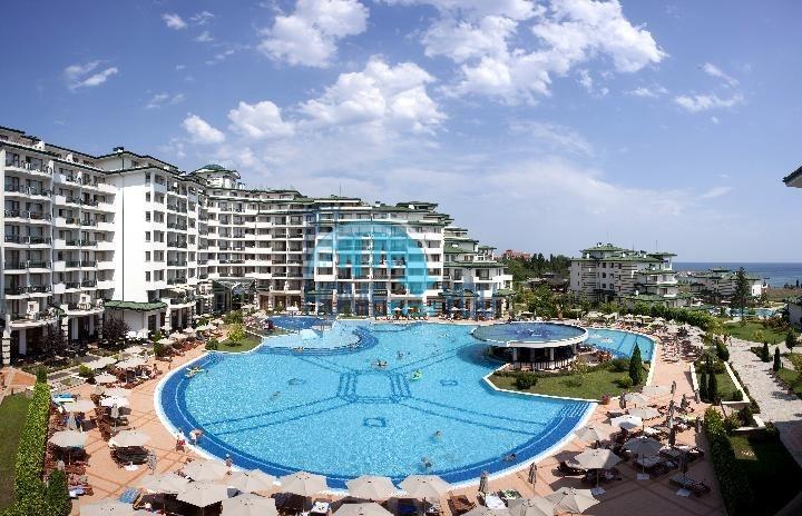 Комплекс Emerald Beach Resort and SPA на первой линии в Равде 2