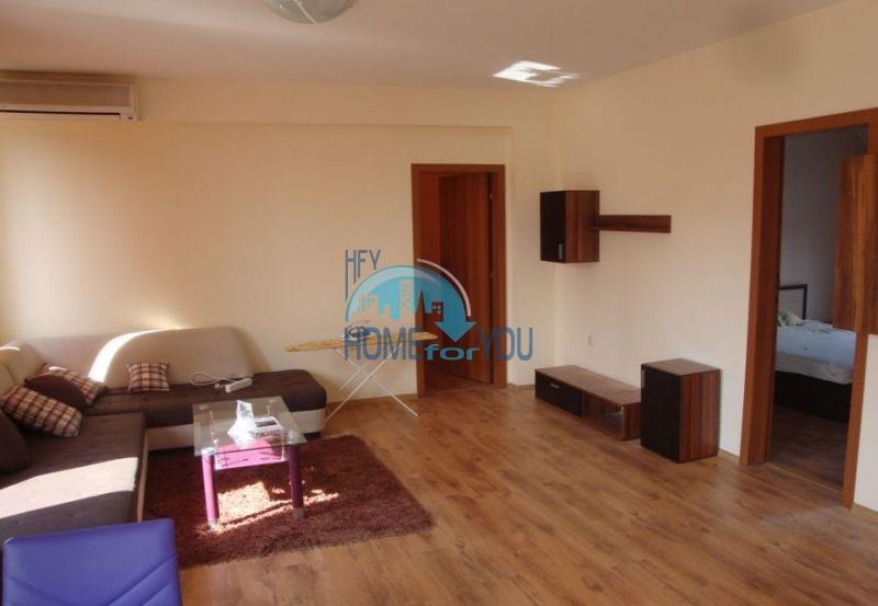 Меблированная трехкомнатная квартира в центре Бургаса, Вызраждане