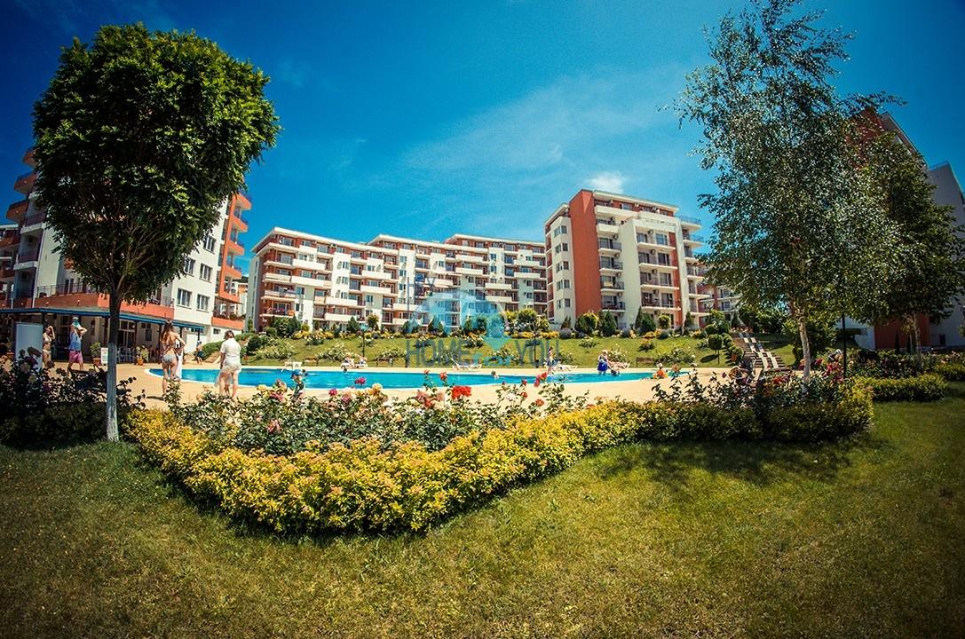 Меблированная квартира с видом на море на первой линии курорта Святой Влас