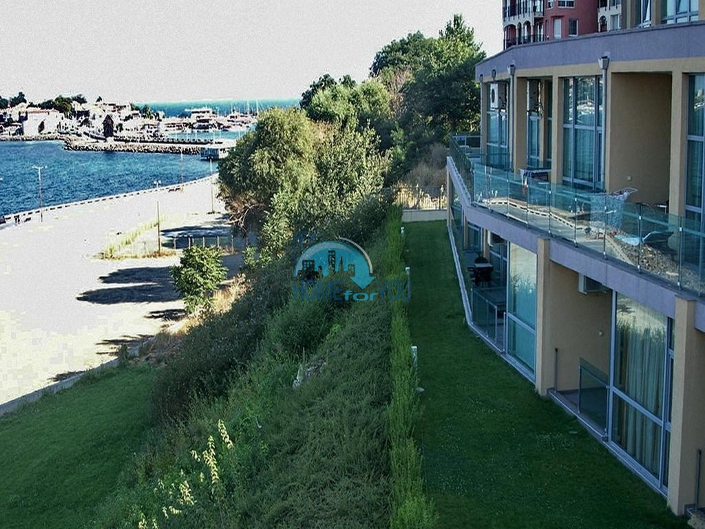 Двухкомнатная меблированная квартира на первой линии моря в прекрасном Несебре, комплекс Belvedere
