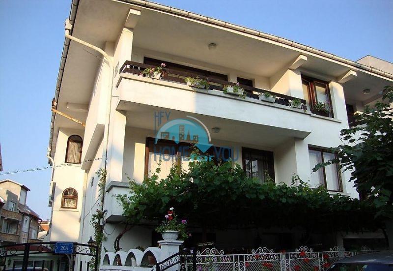 Продается этаж от дома с тремя спальнями в центре Созополя