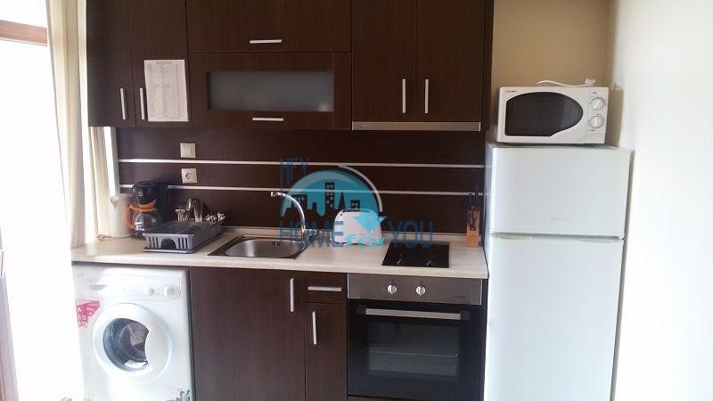 Просторная трехкомнатная квартира на первой линии в Черноморце 10