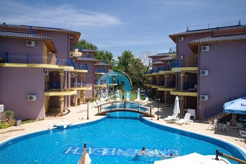 Просторная трехкомнатная квартира на первой линии в Черноморце