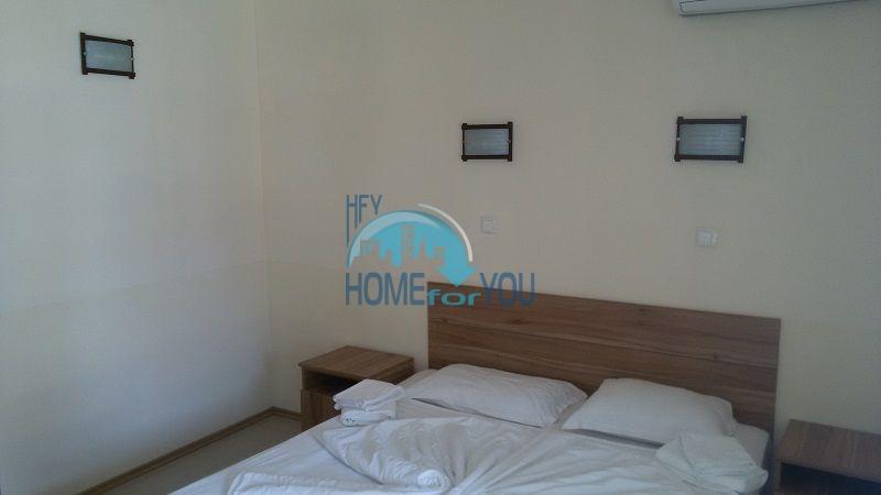 Просторная трехкомнатная квартира на первой линии в Черноморце 15