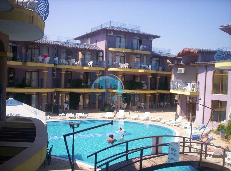 Просторная трехкомнатная квартира на первой линии в Черноморце 7