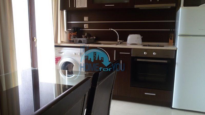 Просторная трехкомнатная квартира на первой линии в Черноморце 9