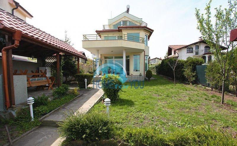 Трехэтажный меблированный дом с видом на море в Черноморце 15