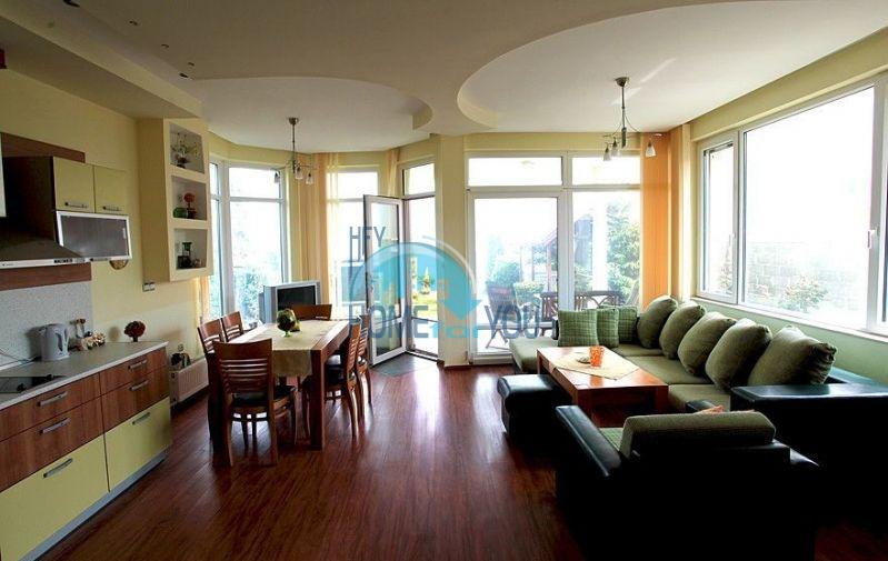 Трехэтажный меблированный дом с видом на море в Черноморце 3