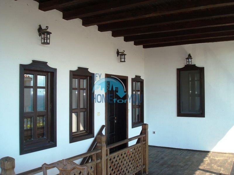Меблированный двухэтажный дом у моря в курорте Черноморец 41