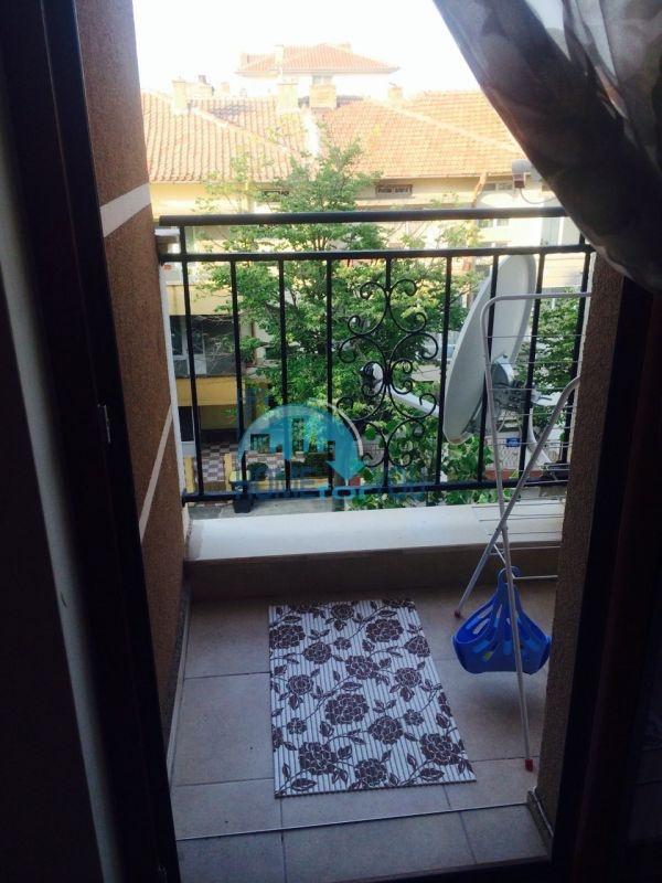 Просторная студия для ПМЖ в жилом доме в Поморие 7