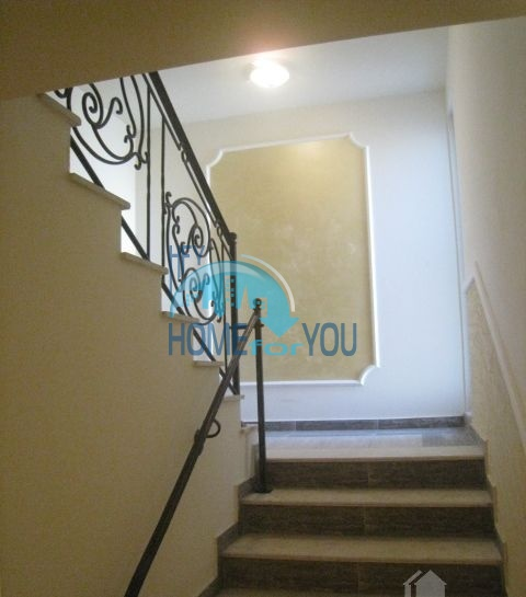 Просторная студия для ПМЖ в жилом доме в Поморие 11