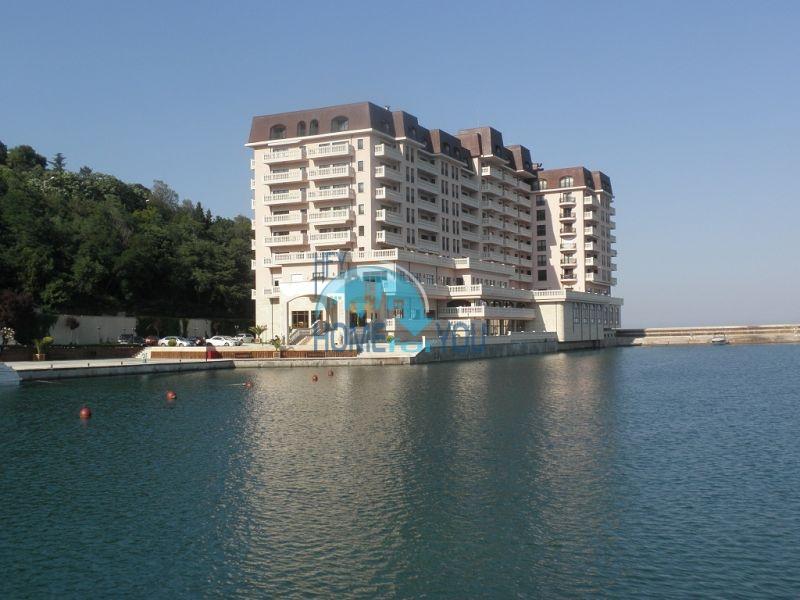 Элитная вторичная недвижимость в Болгарии - квартира с панорамой на первой линии в Варне