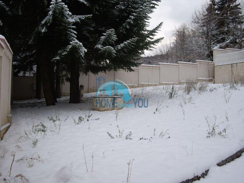 Недвижимость в Софии - двухэтажный кирпичный дом с участком в кв. Драгалевци