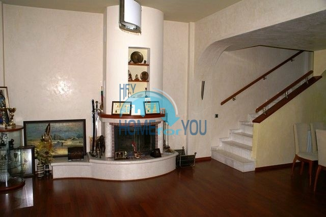 Трехэтажный меблированный дом в Варне, Евксиноград
