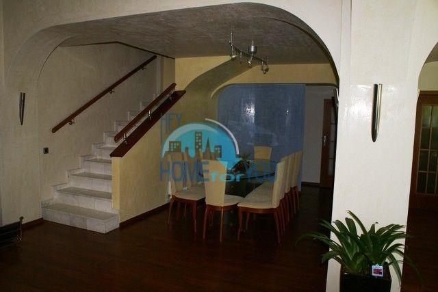 Трехэтажный меблированный дом в Варне, Евксиноград 2